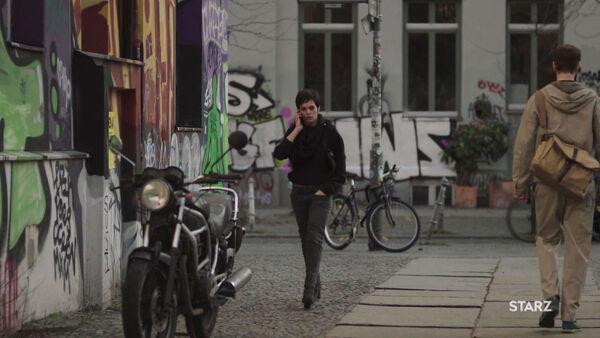 Sara-Serraiocco-as-Baldwin-call-on-the-street-Counterpart-Season-1-Episode-9-No-Mans-Land