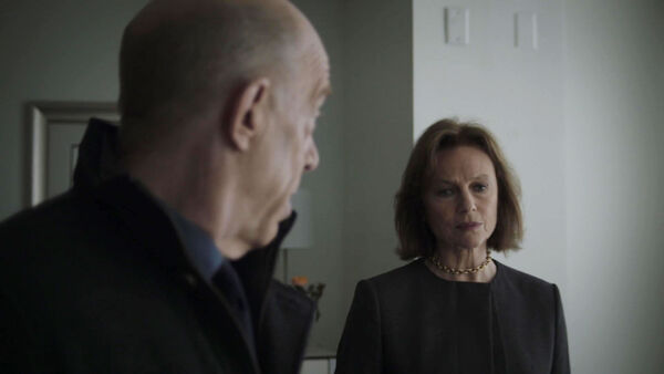 Jacqueline-Bisset-with-JK-Simmons-Charlotte-Burton-and-Howard-Silk-Counterpart-STARZ-Episode-8-Love-the-Lie