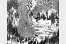Le-16-avril-1970-une-avalanche-a-enseveli-dans-la-nuit-un-chalet-sur-le-plateau-d-assy-(haute-savoie)-76-personnes-dont-56-enfants-sont-tuees-dans-ce-glissement-de-terrain-photo-archives-le-dl-1521731564