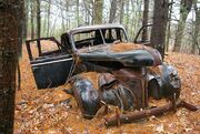An-abandoned-vintage-car-006