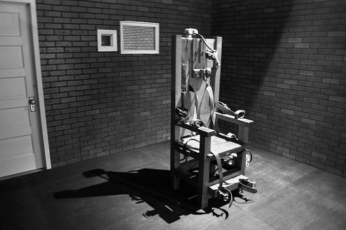 Right from the first ever electric chair execution in 1890 the victim being the calm and calculated murderer William Kemmler the electric chair has played ... & Electrocution | Creepypasta Wiki | FANDOM powered by Wikia