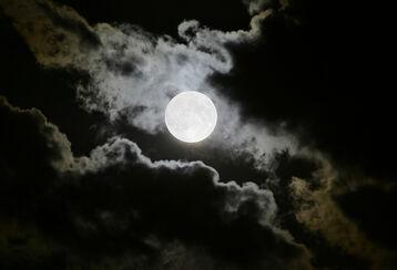 Misteriosa-luna-llena