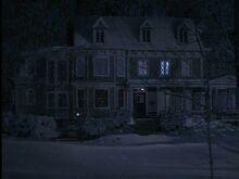 House-snowy-night