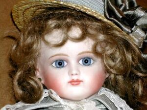Intro 7 porcelain dolls gg