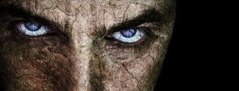 Fronte-incrinato-con-gli-occhi-spaventosi-diabolici-sinistri-11030653