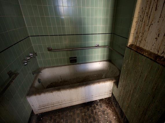 Vasca Da Bagno Wikipedia : Il gioco del bagno creepypasta italia wiki fandom powered by wikia