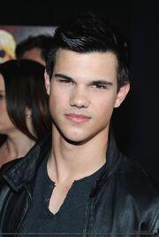 Taylor Lautner chaqueta de cuero