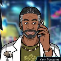 Yann Con el teléfono, nervioso