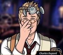Charles ajustando sus lentes