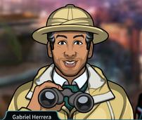 Gabriel Sosteniendo sus binoculares