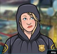 60 Amy Vestida con un impermeable de policía (con capucha arriba)