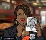 Gloria Sosteniendo una foto de Elaine Seabrook