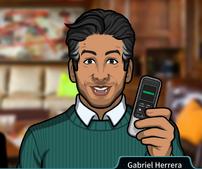 Gabriel Sosteniendo una grabadora de voz2