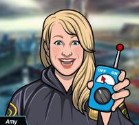 67 Amy Sosteniendo a distancia el control de la máquina del tiempo (Sin capucha)