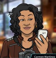 Carmen con el teléfono sonriendo
