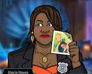 Gloria Sosteniendo una fotografía de Megan Lucas siendo acosada