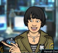 Hannah con un dispositivo de holograma