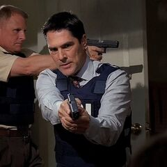 Hotch and Detective Wolynski with their Glock 17s in