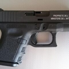A Glock 26 with French writing on it.