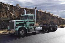 Day-Cab-Semi-Trucks-Peterbilt-359-9971091