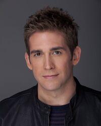 Eric Szmanda (Greg Sanders)