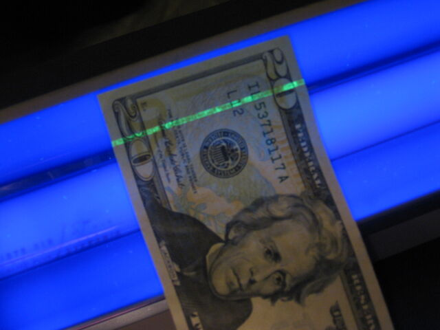 File:US $20 under blacklight.jpg
