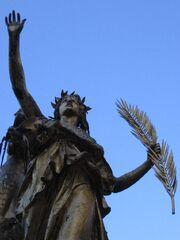 Disparu Statue