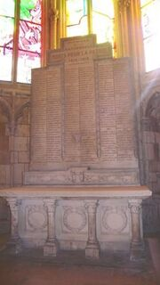 Herdenkingsplaten cathédrale Saint-Cyr Nevers