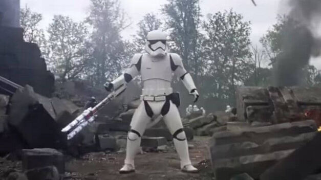 star-wars-force-awakens-finn-tr-8r-stormtrooper