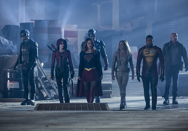 "The Flash -- ""Invasion!"" -- Image FLA308a_0321b.jpg -- Pictured (L-R): David Ramsey as John Diggle, Willa Holland as Speedy, Melissa Benoist as Kara/Supergirl, Brandon Routh as Ray Palmer/Atom, Caity Lotz as Sara Lance/White Canary, Franz Drameh as Jefferson ""Jax"" Jackson and Dominic Purcell as Mick Rory/Heat Wave -- Photo: Michael Courtney/The CW -- ÃÂ'Ã'© 2016 The CW Network, LLC. All rights reserved."