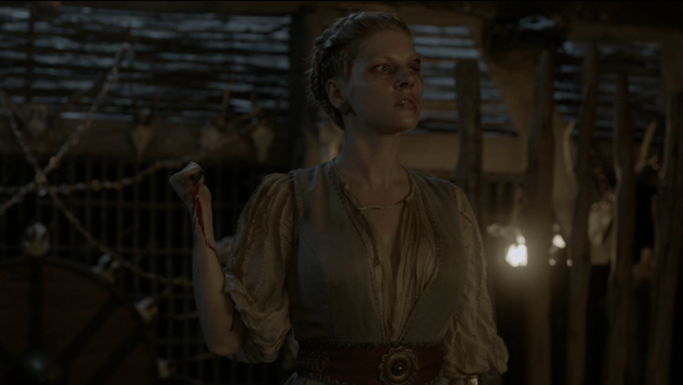 lagertha-vikings with knife
