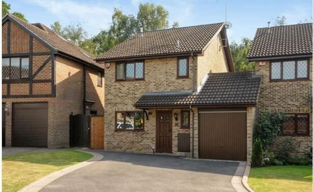 harry-potters-home-4-privet-drive-up-for-sale