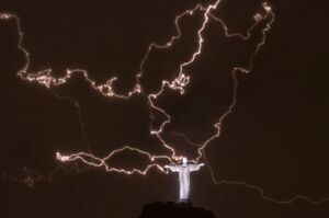 Lightning-christ-the-redeemer-rio1