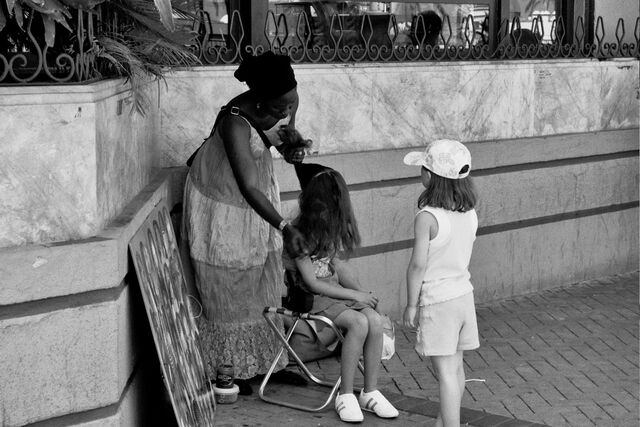File:Waiting for the plaits-1.JPG