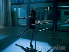 Dance-academy-behind-barres-picture-12
