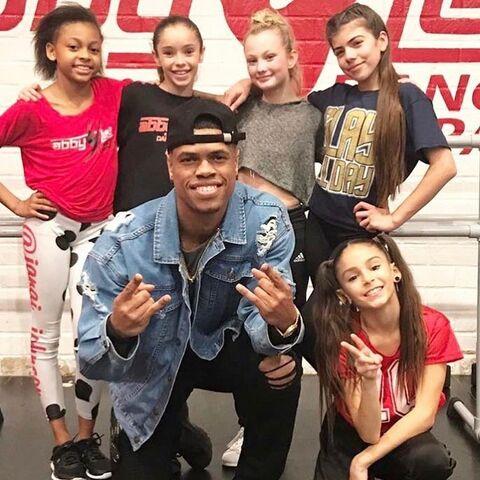 File:721 Hip Hop Group Dancers.jpg