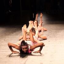 724 HQ - Group Dance (3)