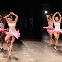 724 HQ - Group Dance (2)