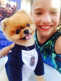 Mackenzie with jiffpom - Reality TV Awards - 13May2015