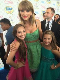 Maddie Ziegler - Taylor Swift - Mackenzie Ziegler - Teen Choice Awards