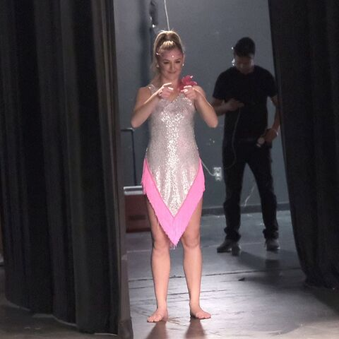 File:724 HQ - Chloe in the wings.jpg
