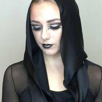 723 Chloe group makeup