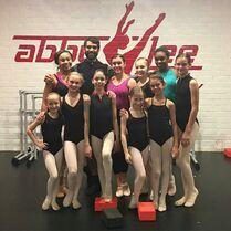 711 Girls in ballet class