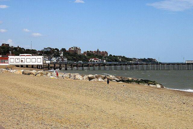 File:800px-Felixstowe beach -Suffolk -England -14Aug2008.jpg