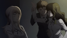 Hajime empêche Satô de frapper Natsumi