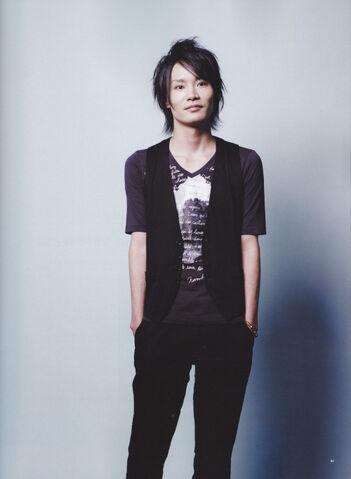 File:Yoshimasa Hosoya.jpg