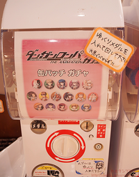 Dr1 cafe collab can badges gashapon machine