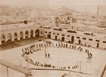 כלא עכו אסירים יהודים בחצר הכלא 1947 ארכיון ההגנה