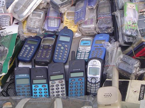 File:Kiwanja handsets 13.jpg