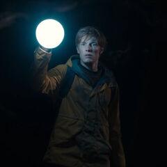 Jonas returns to the cave